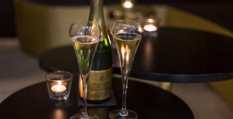 bullesles-bulles-de-paris-le-bar-a-champagne-size-355451-470-240