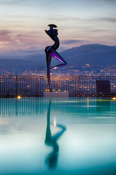 candilleLa-silhouette-d-Alice-Peut-etre-depuis-la-piscine-du-Mas-Candille-a-l-heure-ou-il-est-permis-de-rever