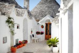trullitrulli-houses-in-alberobello-apulia-italy
