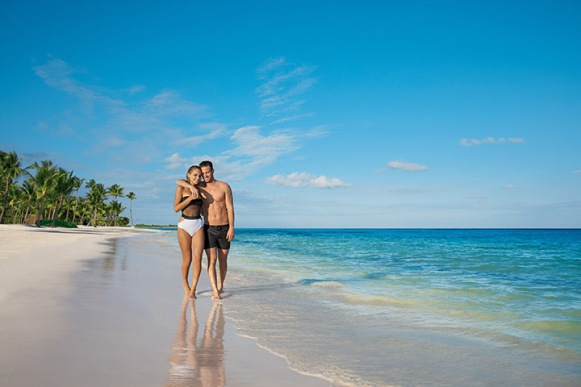 SECCC_Couple_Beach2_1A