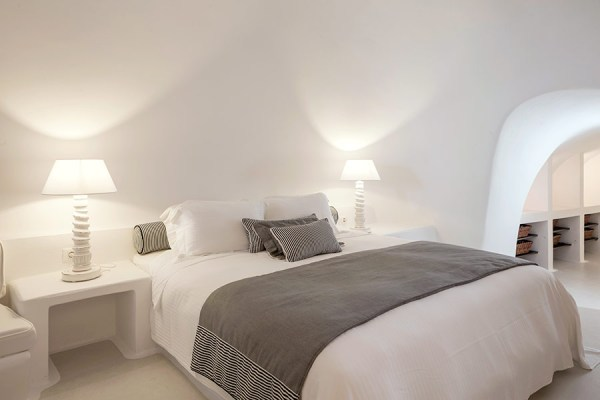 chromata-hotel-santorini-room
