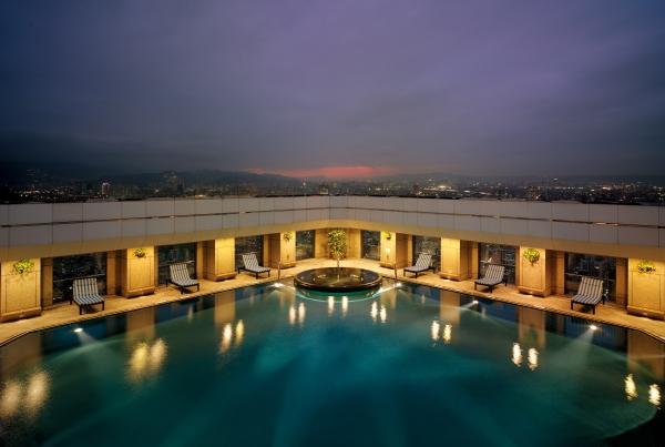 Shangri-La's Far Eastern Plaza Hotel, Taipei -Rooftop Swimming Pool