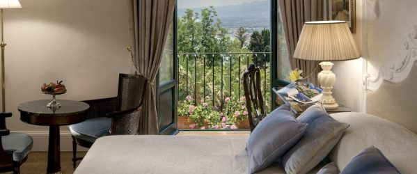 galerieTaormina_Sicily_Belmond_Grand_Hotel_Timeo_double_deluxe_room-956x400