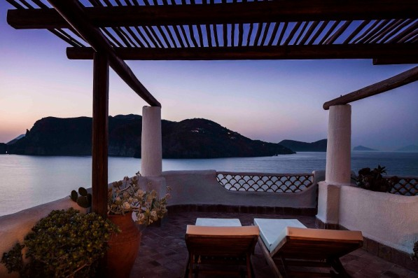 vulcanoTherasia-Resort-SeaSpa_Deluxe_7s1-1024x682