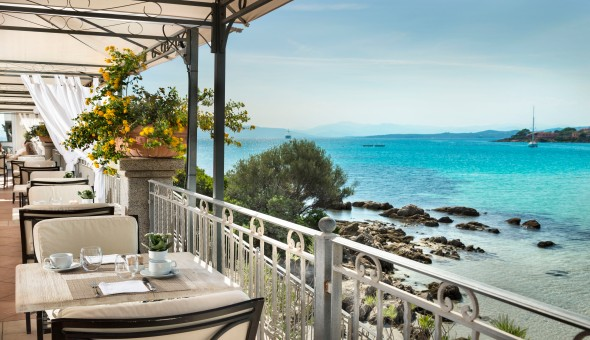 Gabbiano Azzurro Sardinia | breakfast terrace with sea view 1