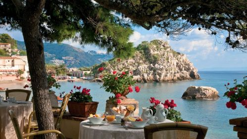 888008519-10-terrace-dining